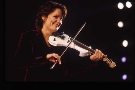 1997-Eileen-Ivers_Joan-Marcus-440x293